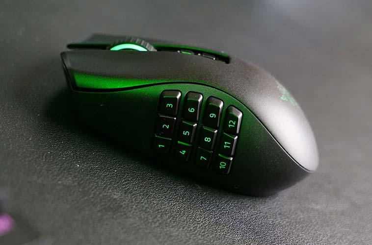 Mouse da gaming senza fili con 12 pulsanti programmabili laterali