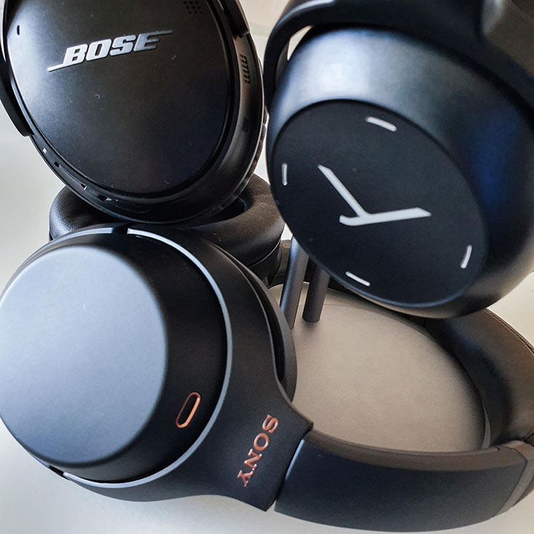 Focus laterale sulle cuffie Bluetooth Sony, Bose e beyerdynamic